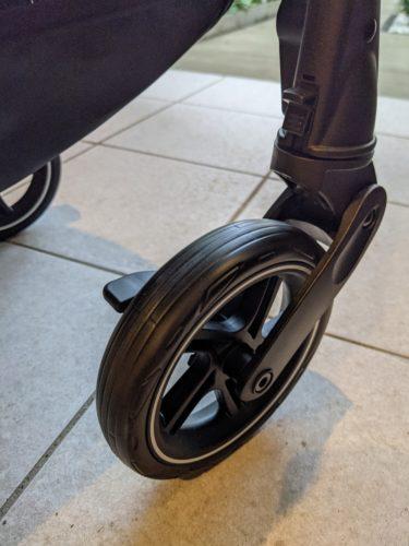 【レビュー】シングルタイヤとダブルタイヤのベビーカーを使って感じた違いと感想
